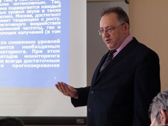 Выступает А.В. Васильев (Тольяттинский государственный университет)